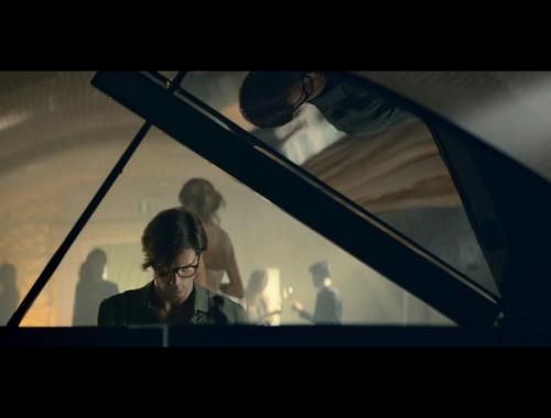 Uomo al pianoforte